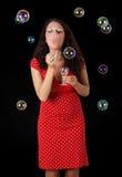 Burbuja de jabón de la mujer que sopla Foto de archivo libre de regalías