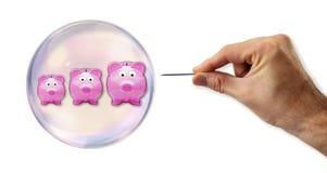 Burbuja de las actividades bancarias alrededor a estallar por una aguja Fotografía de archivo