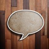Burbuja de papel del discurso en la madera Foto de archivo libre de regalías