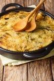 Burbuja del desayuno y chirrido sanos ingleses deliciosos de purés de patata con el primer de la col y de las coles de Bruselas e imagen de archivo