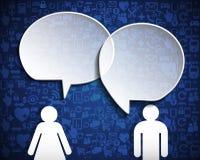 Burbuja del discurso con la red social del icono sobre fondo azul Imagenes de archivo