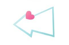 Burbuja del discurso con los corazones y la frontera azul clara aislados en un fondo blanco Copie el espacio Fotos de archivo
