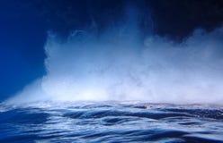 Burbujas brillantes y perspectiva movida de un tirón superficie del océano Fotografía de archivo libre de regalías