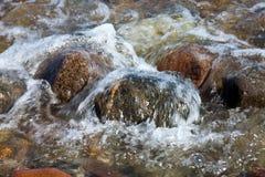 Burbujas cristalinas del agua Imagenes de archivo