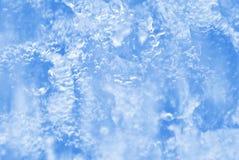 Burbujas de aire atrapadas en agua dulce imagen de archivo