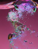 Burbujas de aire emergentes macras Imágenes de archivo libres de regalías