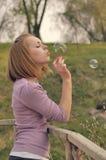 Burbujas de jabón del soplo Fotos de archivo