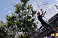 Burbujas de jabón en el embarcadero en Zurich Fotos de archivo