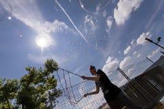 Burbujas de jabón en el embarcadero en Zurich Fotos de archivo libres de regalías