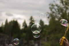 Burbujas de jabón que soplan Foto de archivo libre de regalías
