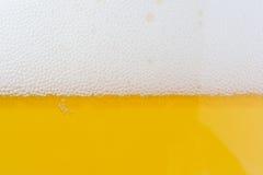 Burbujas de la cerveza Foto de archivo libre de regalías