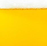 Burbujas de la cerveza. Imagen de archivo