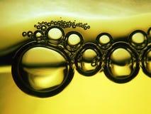 Burbujas de la cerveza imagenes de archivo