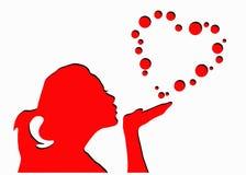 Burbujas de la forma del corazón de la muchacha que soplan Imágenes de archivo libres de regalías