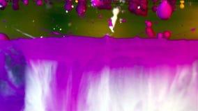 Burbujas de la tinta en agua almacen de video