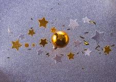 Burbujas de plata y de oro de la Navidad Fotos de archivo