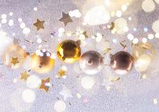 Burbujas de plata y de oro de la Navidad Fotos de archivo libres de regalías