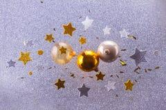 Burbujas de plata y de oro de la Navidad Imagenes de archivo