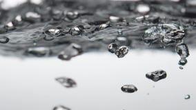 Burbujas del agua hirvienda espuma Temperatura de ebullición caldo Sopa clara caldo almacen de video