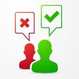 2 burbujas del discurso de las personas con las marcas de verificación rojas/verde Fotos de archivo