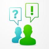 2 burbujas del discurso de las personas preguntan y contestan al azul/al verde Fotografía de archivo libre de regalías