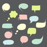 Burbujas del discurso fijadas con los mensajes cortos ilustración del vector