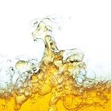 Burbujas del petróleo en agua. Fotos de archivo