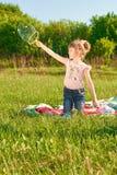 Burbujas del soplo de la muchacha Imagen de archivo