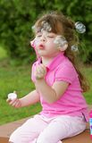 Burbujas que soplan de la muchacha Fotos de archivo libres de regalías