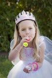 Burbujas que soplan de la pequeña princesa Fotos de archivo libres de regalías