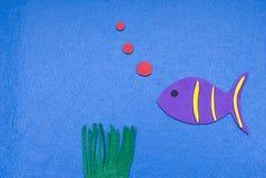 Burbujas que soplan de los pescados del fieltro Foto de archivo libre de regalías