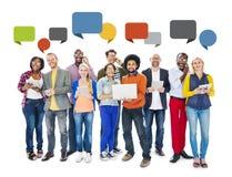 Burbujas sociales del establecimiento de una red y del discurso de la gente diversa Imágenes de archivo libres de regalías