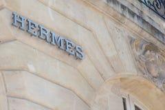 Burdeos, Aquitania/Francia - 22 de marzo de 2019: El fabricante de lujo de las mercancías de la alta moda francesa de Hermès est foto de archivo libre de regalías