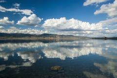 Burdur湖反射 免版税库存照片