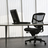 Bureau avec l'ordinateur. Image stock