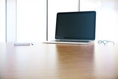 Bureau avec l'ordinateur portable Photo libre de droits