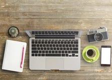 Bureau avec l'ordinateur portable Images libres de droits