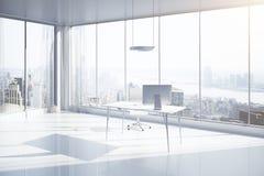 Bureau avec le côté de vue de NY Photos stock