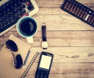 Bureau avec le fond de café Photo libre de droits