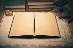 Bureau avec le livre illustration de vecteur
