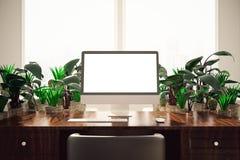 Bureau avec le PC et les usines Images stock