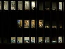 Bureau bij nacht Stock Foto