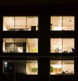 Bureau bij nacht Stock Foto's