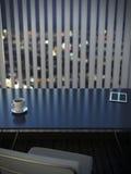 Bureau in binnenland met zonneblinden Royalty-vrije Stock Afbeeldingen