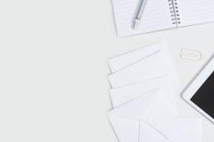 Bureau blanc courbe avec l'espace de copie Images stock