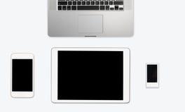 Bureau blanc propre simple avec le matériel électronique Photo stock