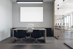 Bureau coworking moderne avec le panneau d'affichage Photo libre de droits