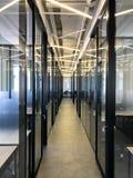 Bureau coworking moderne vide de l'espace Photographie stock