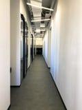 Bureau coworking moderne vide de l'espace Photographie stock libre de droits