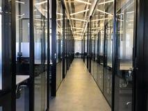 Bureau coworking moderne vide de l'espace Images stock